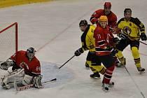 HC Junior Mělník (ve žlutém) - HC Poděbrady (6:4); 6. kolo krajské ligy; 18. října 2014