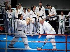 Hlavní trenér Taekwondo Hansoo Petr Limprecht (vlevo) se svým svěřencem Miroslavem Křížem (vpravo) se představili i na mělnickém galavečeru bojových sportů.