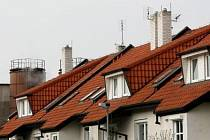 JEDEN JAKO DRUHÝ. I taková bývá cena za bydlení za městem, ale v jeho dosahu.