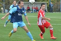 Baník Souš (v červeném) - Sokol Libiš (4:1); 9. kolo divize B; 4. října 2014
