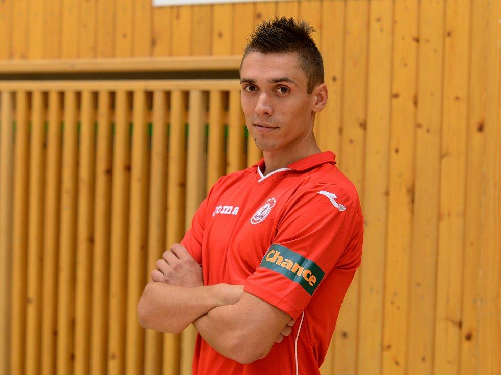 JAN LIŠTVÁN v nejvyšší futsalové soutěži mimo jiné oblékal dres dnes už neaktivního Benaga. Ve fotbale momentálně zakotvil v Kralupech.