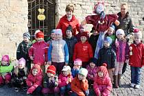 Předkoškoláci z mělnické MŠ Motýlek vynášeli Moranu a vítali jaro.
