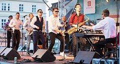 Mělnické náměstí Míru rozezněl koncert skupiny Top Dream Company v rámci kulturního léta.