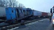 U dopravní nehody dvou vlaků v překladišti zasahovaly v sobotu ráno jednotky HZS Mělník, SDŽD Kralupy nad Vltavou a SDH Mělník Blata a Mělník Mlazice.