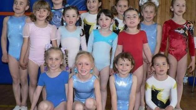 Naděje všetatské a v budoucnu možná i české sportovní gymnastiky při závodech v Doksech.