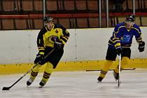 HC Junior Mělník (ve žlutém) - Lvi Benešov; 4. kolo krajské ligy; 5. října 2014