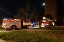 V Kralupech v noci hořel panelák