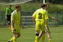 Z utkání I. B třídy K . Kraupy (ve žlutém) - Beroun B (5:1).