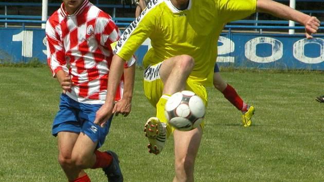 Jakub Müller (ve žlutém).