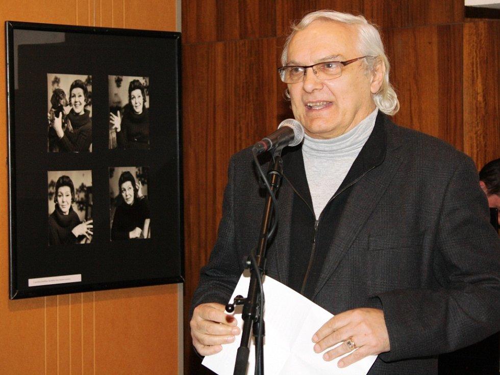 Úvodní slovo pronesl přítel a životopisec Ljuby Hermanové Ondřej Suchý.