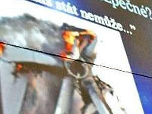 HOŘÍCÍ VĚTRNÍK. I takovými hrůznými obrázky šokoval na nedávné prezentaci zastupitel Kropáčovy Vrutice Jan Bruthans. Možná i proto raději řekla většina obyvatel Sušna větrníkům NE.