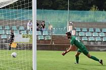 Fotbalisté Neratovic (ve žlutém) podlehli ve třetím kole divize B na hřišti Baníku Souš 0:1.