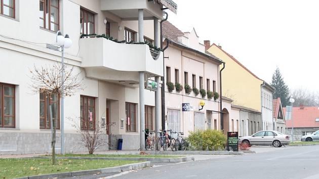 Náměstí v Dolních Beřkovicích.