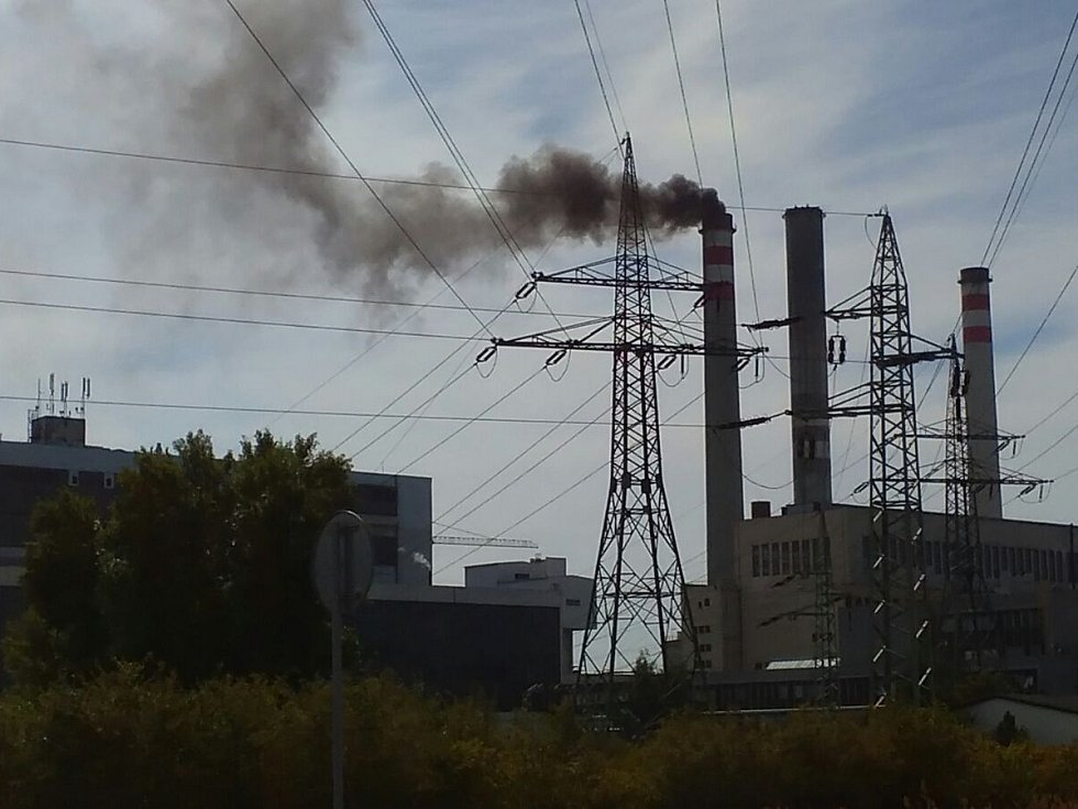 Fotografie úniku škodlivin z mělnické elektrárny.