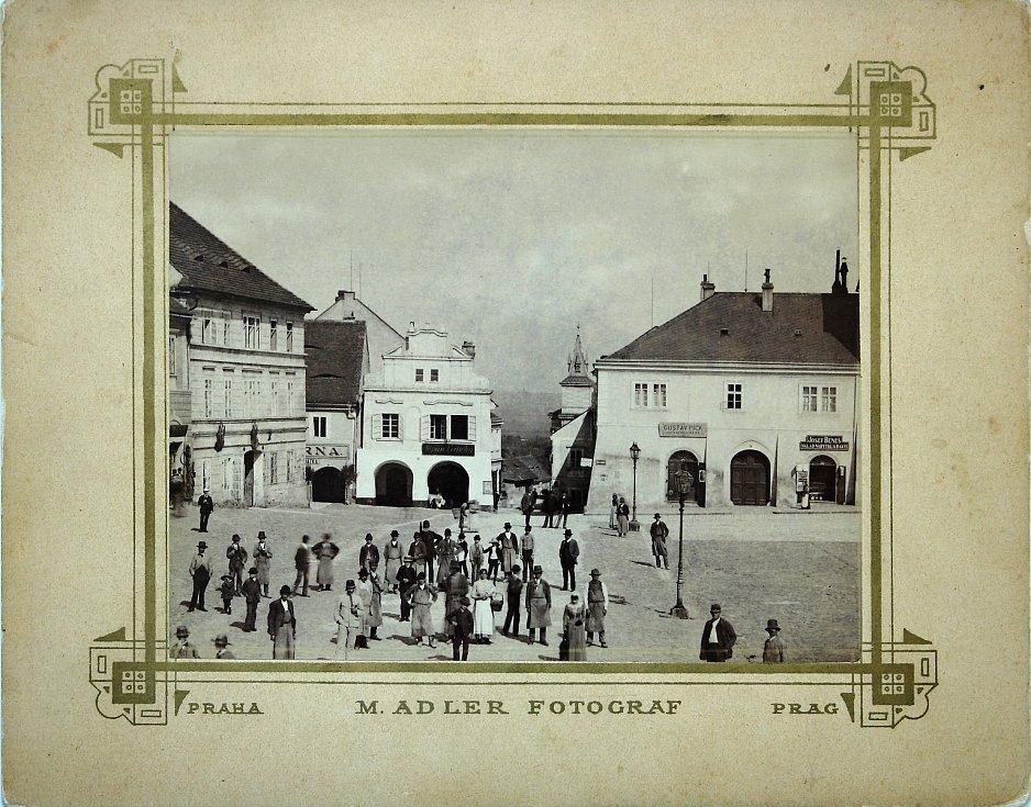 Fotografie z roku 1890 od pražského fotografa Moricze Adlera.