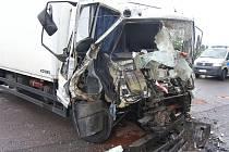 Nehoda dvou náklaďáků v Kralupech nad Vltavou.
