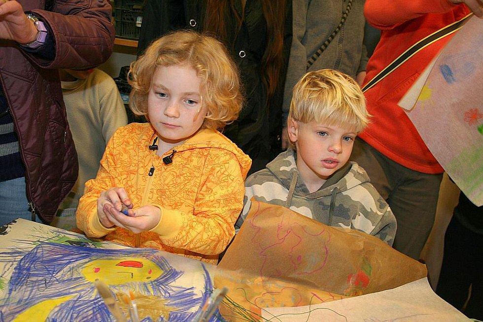 Děti v Lobči vytvářely lampiony