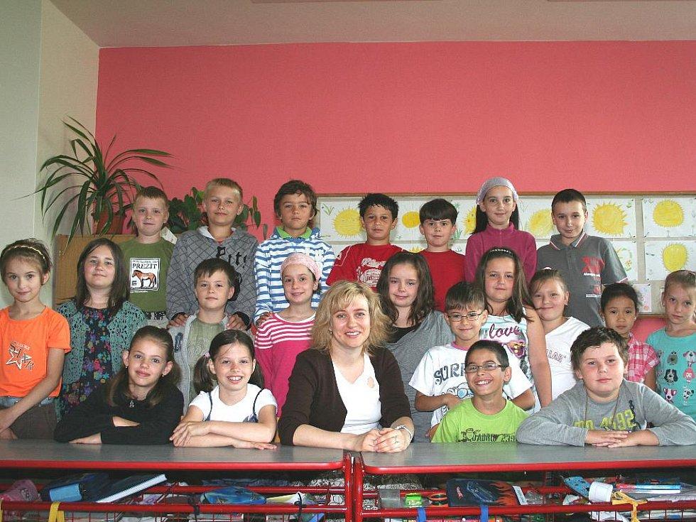 Pavlína Síkelová se svými třeťáky.