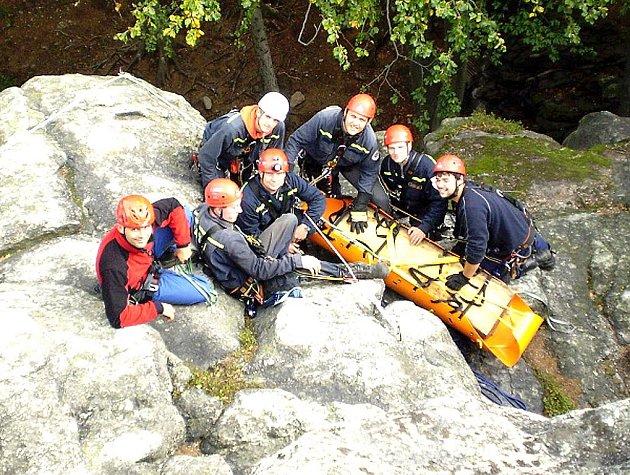Skupina lezců kralupského sboru dobrovolných hasičů