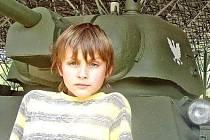 Do Lešan byl také přestěhován tank z mělnických Jungmannových sadů. Rudou hvězdu nahradila správně polská orlice. Michal s Jakubem tank na Mělníku nepamatují, ale ti dříve narození si určitě občas vzpomenou.