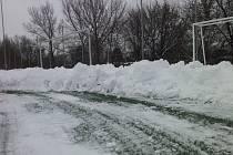 Na mělnické umělce o víkendu bojovali s přívalem sněhu.