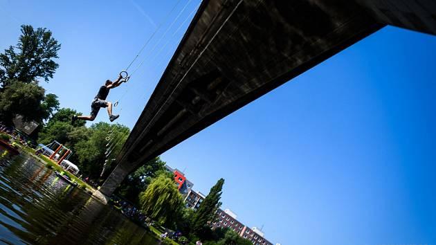 Gladiator Training opět pořádá unikátní ručkování pod mostem v Kralupech nad Vltavou.