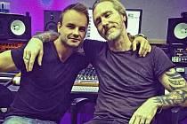 Martin Beck Brožek (vlevo) v londýnském nahrávacím studiu s Davidem Learem.