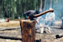 Zážitkové sekání dřeva, ilustrační