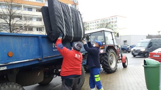 V březnu 2021 při akci Neratovice nejsou smetiště bylo odpadu z černých skládek u kontejnerů posbíráno celkem 3,27 tuny.