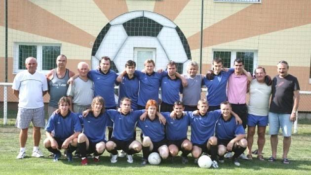 Jasným králem B skupiny III. třídy se stali fotbalisté Vojkovic toužící po rychlém návratu do soutěže, ze které před rokem spadli.