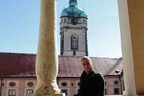 Iva Hrazdílková pracuje v pokladně mělnického zámku. Ten je pro návštěvníky otevřen celoročně, a to včetně pondělků. Zavřeno bývá pouze na Štědrý den.