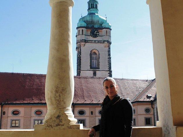 Iva Hrazdílková pracuje v pokladně mělnického zámku. Ten je pro návštěvníky  otevřen celoročně 91b42b82638