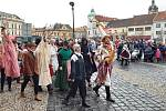 VMělníku vneděli voněly jitrnice, teklo pivo, zpívalo se a hrálo. I přes nepřízeň počasí se masopustního průvodu zúčastnilo přes 300 lidí.