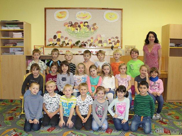 Žáci 1.třídy ZŠ Kly střídní učitelkou Janou Medalovou.