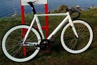 Společně s několika bicykly vysoké ceny zmizel 11. ledna v noci i skutečný unikát: originální dráhové kolo.