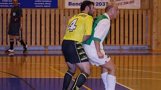 Kapitán AFC Michal Mára (ve žlutém dresu).
