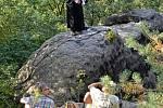 Bohoslužby ve skalách na Romanově.