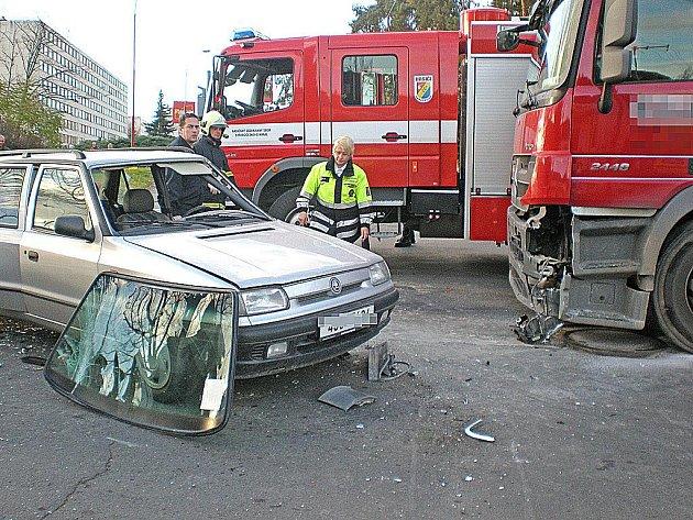 Dopravní nehoda v Neratovicích.