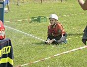 Fotbalové hřiště vTuháni bylo v neděli 26. května plné barevných dresů a přileb. Celá neděle patřila okresnímu kolu hasičské soutěže Plamen. Nejmladší hasiči a dorost soutěžili vpožárním útoku a štafetě dvojic.