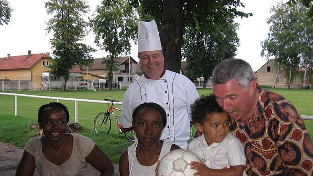Do Velkého Borku přijela nejvzdálenější návštěva. Rodina přijela z Mayette, což je mezi Madagaskarem a Afrikou.