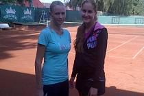 MĚLNICKÁ tenistka Jana Smotlachová (vpravo) vyhrála kvalitně obsazený celostátní turnaj v Březnici.