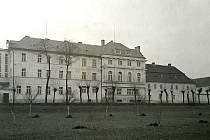 Ve dvacátých a třicátých letech minulého století, kdy v čele klášterní komunity stanula S. M. Vitalie (1924), došlo k velké proměně areálu. Na snímku je budova nemocnice, jak vypadala ve 30. letech minulého století.