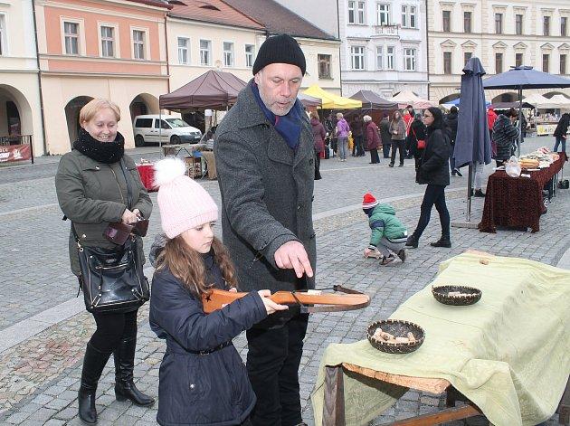 Mělnický jarmark, který v sobotu 18. listopadu i přes chladné počasí přilákal na náměstí Míru desítky návštěvníků, se ke spokojenosti organizátorů vydařil.