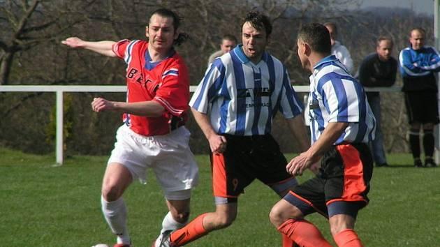 Z B třídního okresního derby Řepín (v modrém) - Pšovka (0:2).