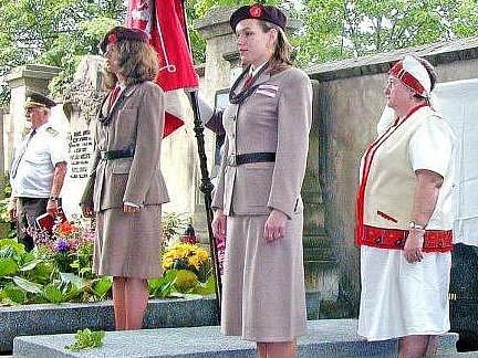 Slavnostní ceremonie, při které byl odhalena pamětní deska na hrobě významného rodáka Neratovic.