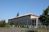 Majitelem kláštera je možná církev.