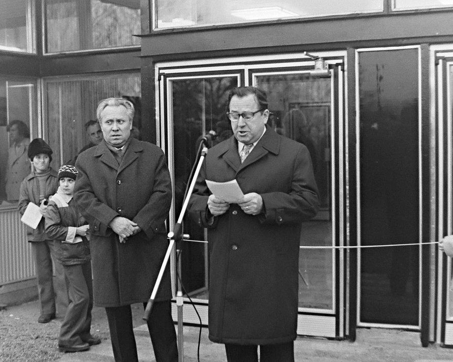 Vedoucí tajemník OV KSČ M. Šindelář a Karel Haupt, předseda Městského národního výboru Mělník.