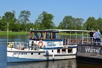 Mělnická výletní loď Fidelio už vyplula z přístaviště v Rybářích.