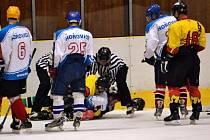 V sobotním úvodním utkání hokejistů Mělníka v krajské soutěži byla k vidění i nefalšovaná hokejová bitka.
