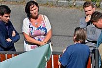 Velkým tématem je pro občany v Kralupech nad Vltavou oprava silnice v ulici U Hřbitova, která byla v loňském roce uzavřena z důvodu špatného stavu vozovky, kdy se krajnice na dvou místech začala sesouvat.